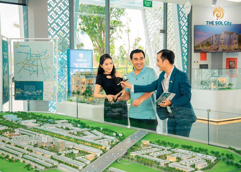 Quyền Linh Tham Qua The Sol City